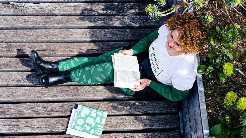 Carina Schmalenberg trägt mediven Kompressionsstrümpfe mit dem Fashion-Element Nature