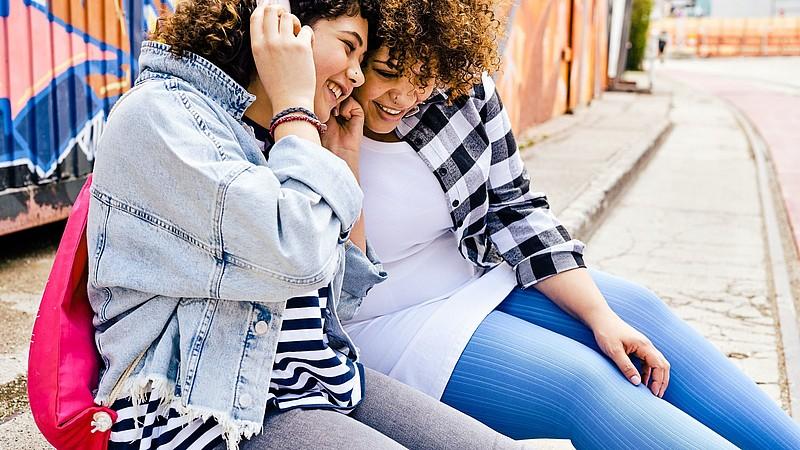 Tanya Gouraige trägt mediven Kompressionsstrümpfe mit dem Fashion-Element Stripes
